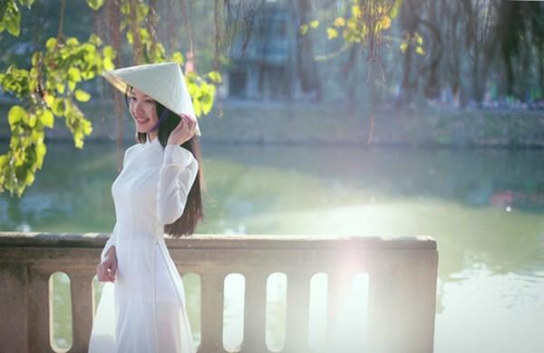 nhung bai tho ngan hay ve hue lang man va mong mo 1 - Những bài thơ ngắn hay về Huế lãng mạn và mộng mơ