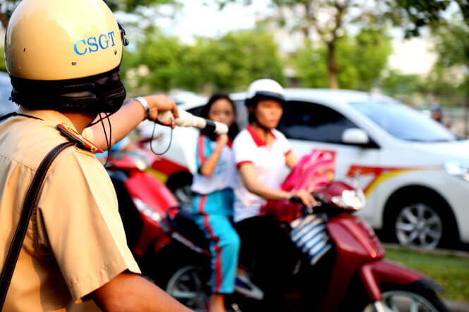 nhung bai tho ngan hay ve nghe canh sat giao thong chon loc 1 - Những bài thơ ngắn hay về nghề cảnh sát giao thông chọn lọc